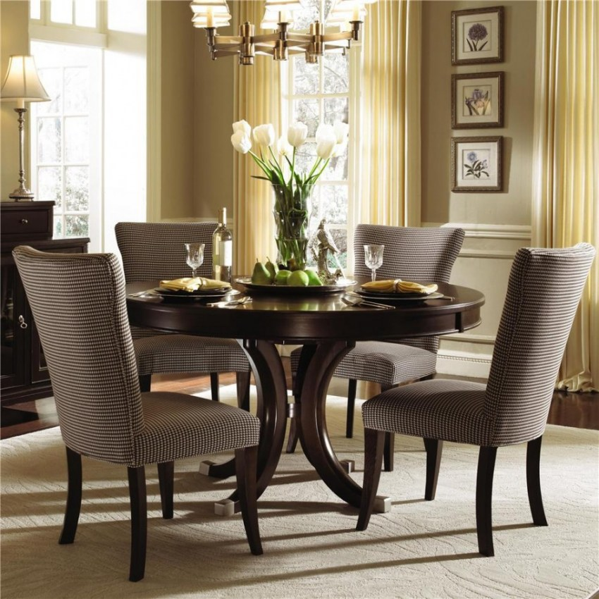 Dining room upholstered
